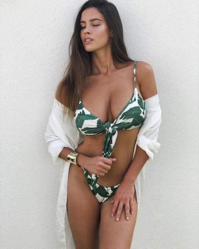 Lucia Javorcekova hot cleavage pics