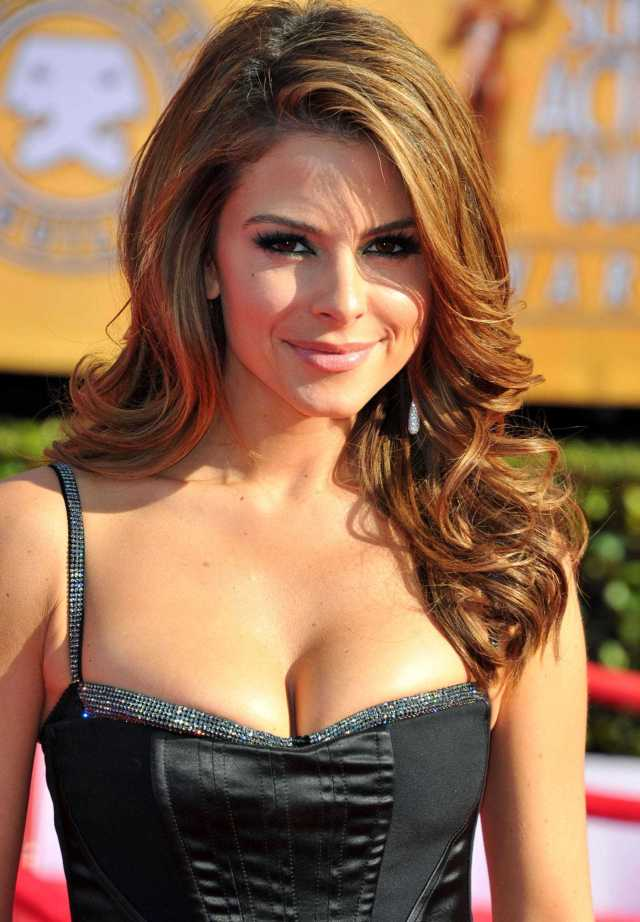Maria Menounos sexy cleavage pictures