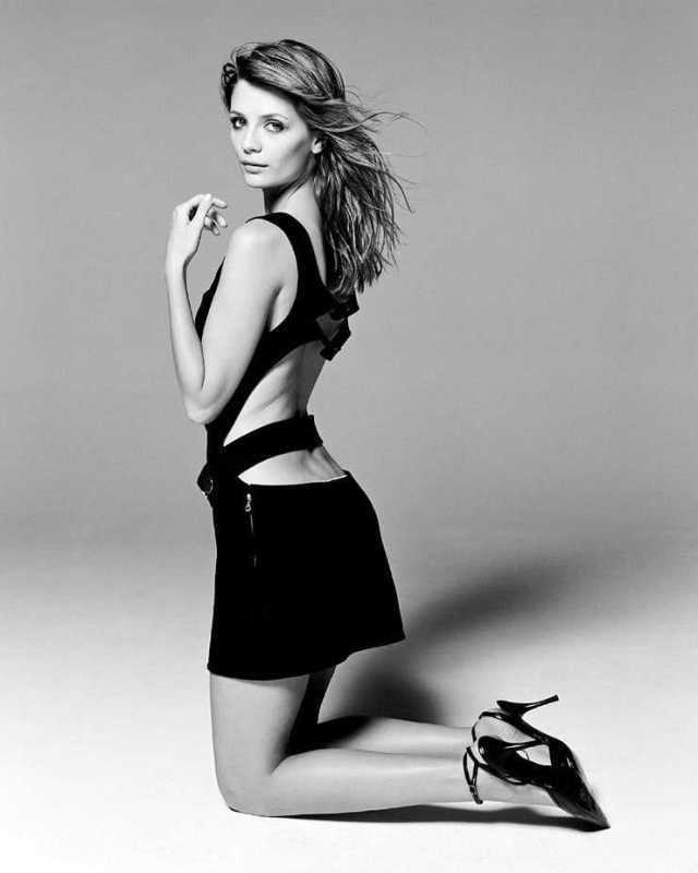 Mischa Barton sexy ass pictures