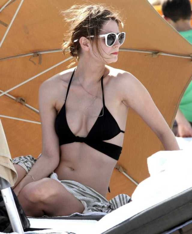 Mischa Barton sexy side boobs pictures