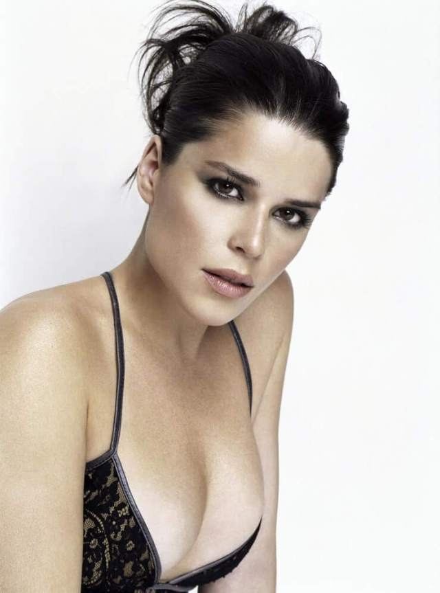 Neve Campbell hot boobs
