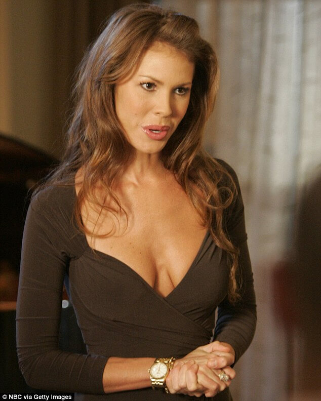 Nikki Cox sexy boobs picture