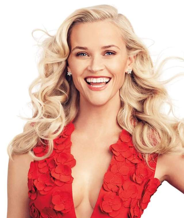 Reese Witherspoon hot cleavage pic