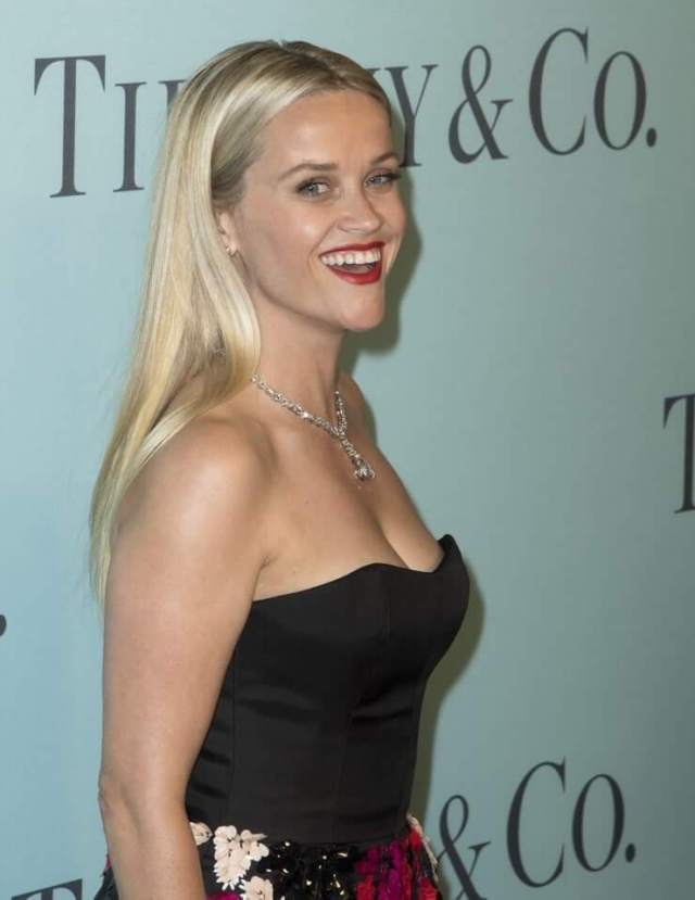 Reese Witherspoon sexy side pics