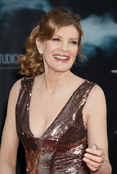 Rene Russo hot cleavage pic