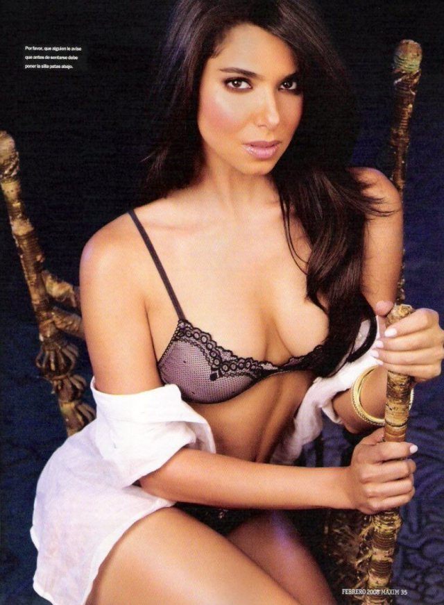 Roselyn-Sanchez-sexy-cleavages-pic