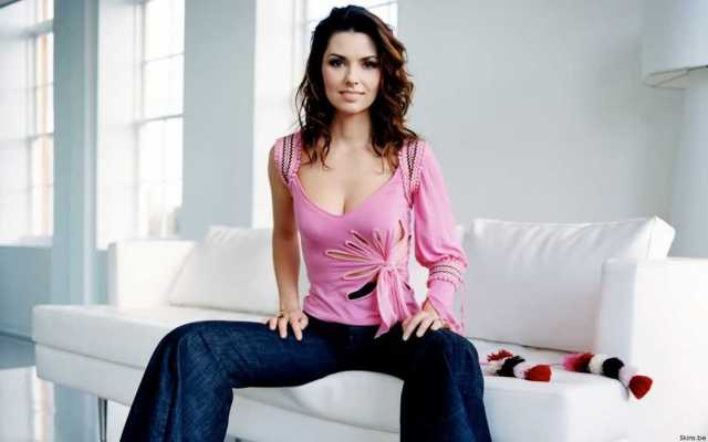 Shania Twain busty pictures