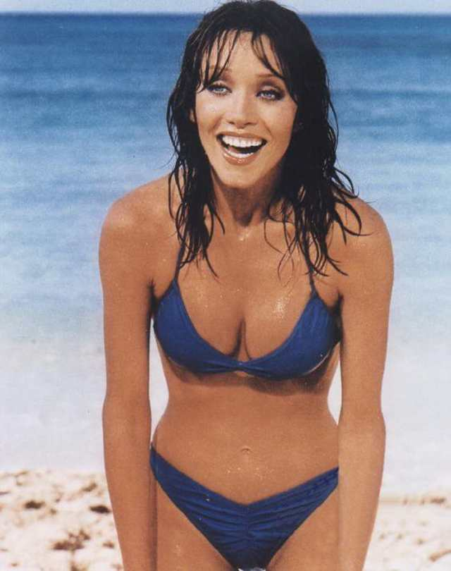 Tanya Roberts hot cleavage pics