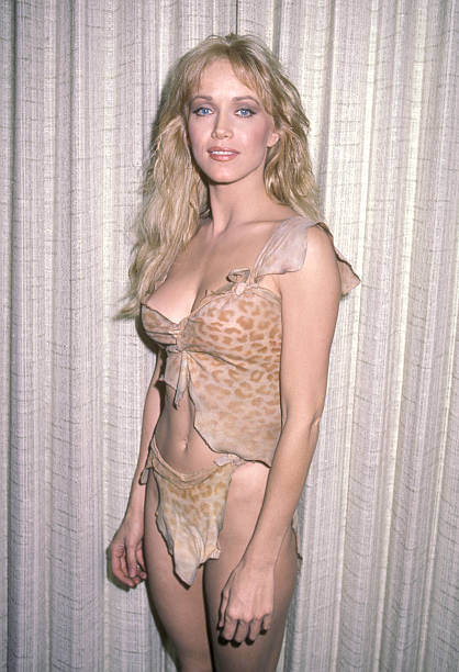 Tanya Roberts hot side pics