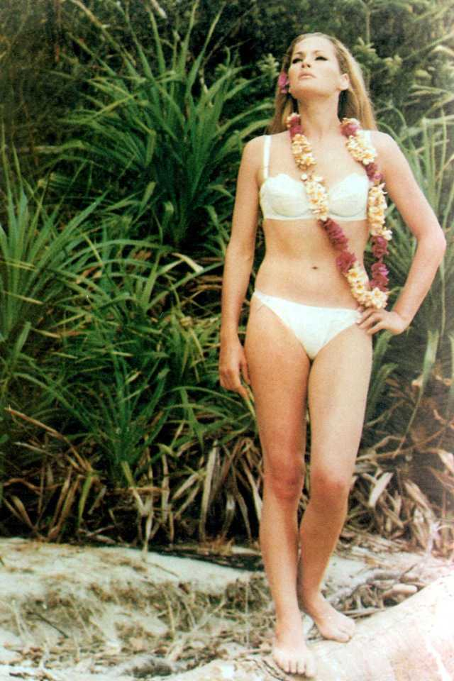 Ursula Andress sexy pictures