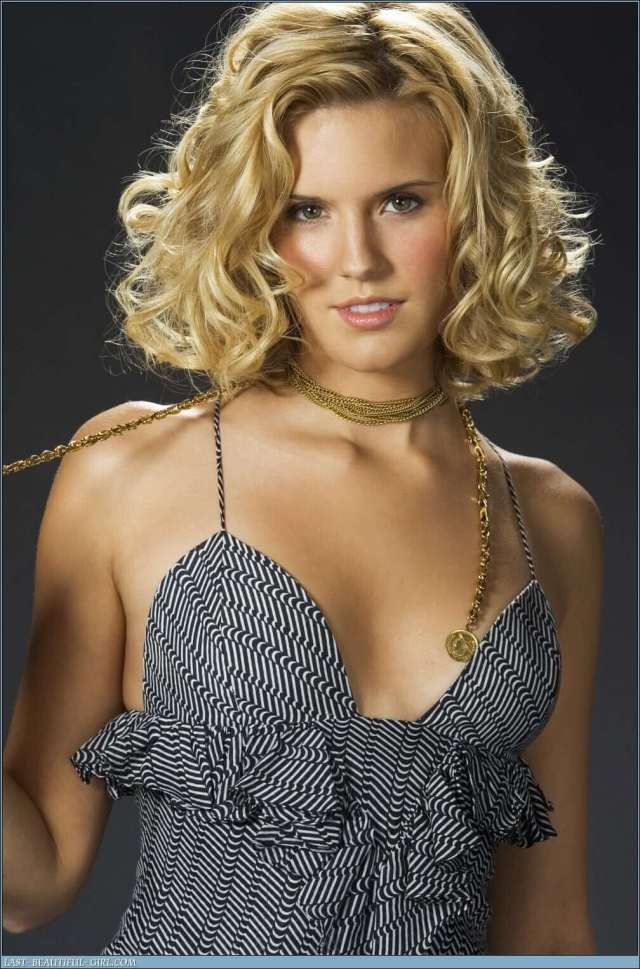 maggie-grace-sexy-cleavage