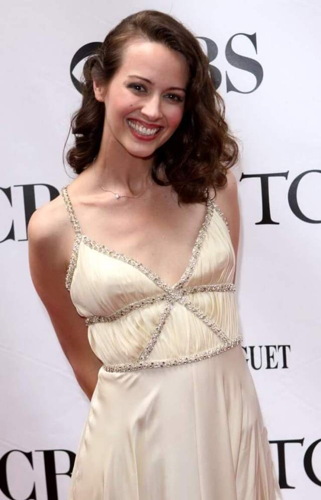 Amy Acker boobs cleavage