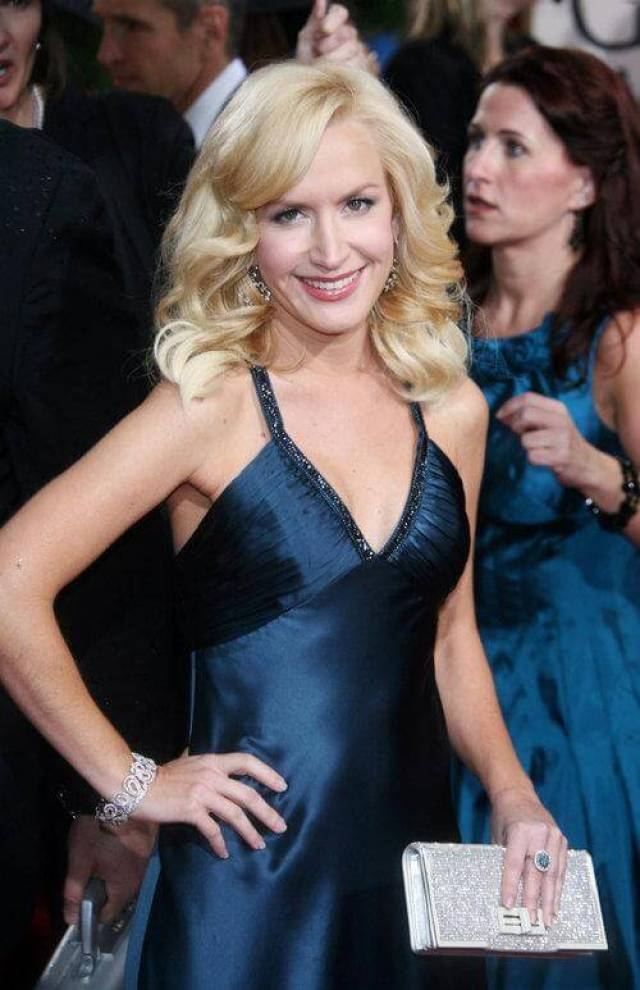 Angela Kinsey hot cleavage pics