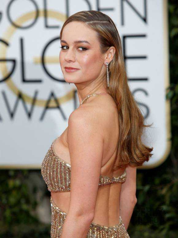 Brie Larson side boobs pics