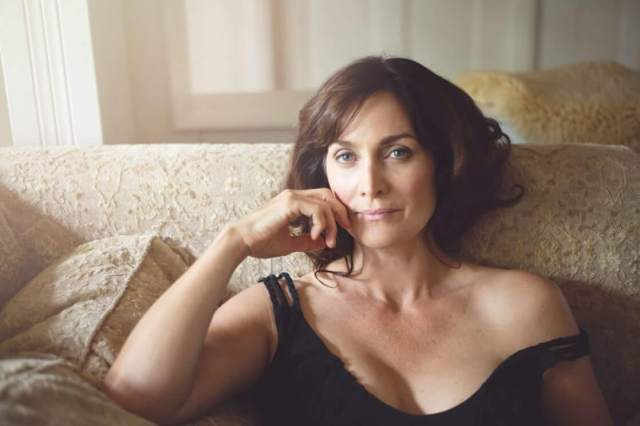 Carrie-Anne Moss awesome pics (2)