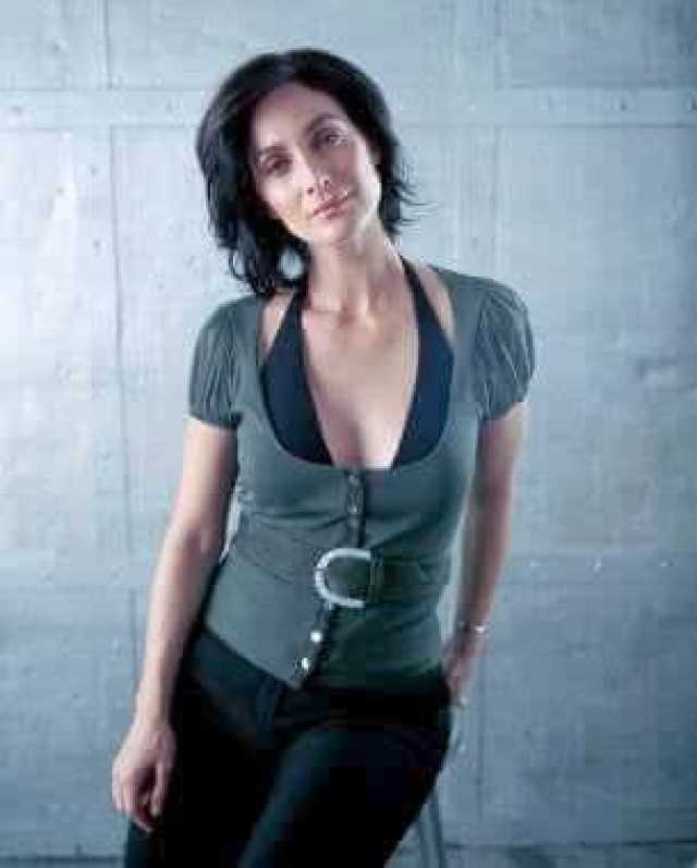 Carrie-Anne Moss beautiful pics