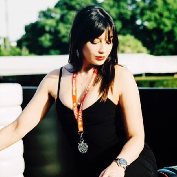 Daisy Lowe hot cleavage pics (2)