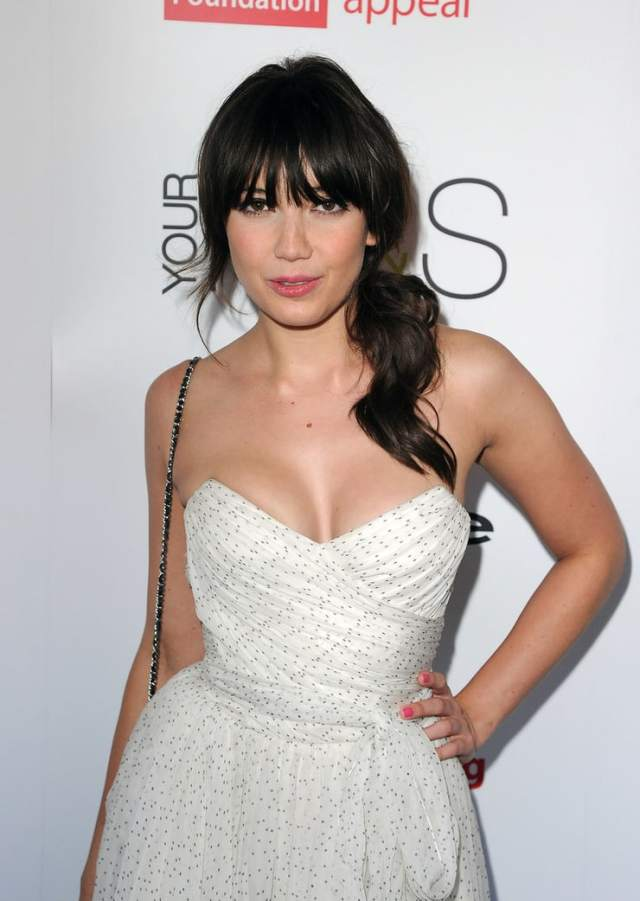 Daisy Lowe sexy busty pic