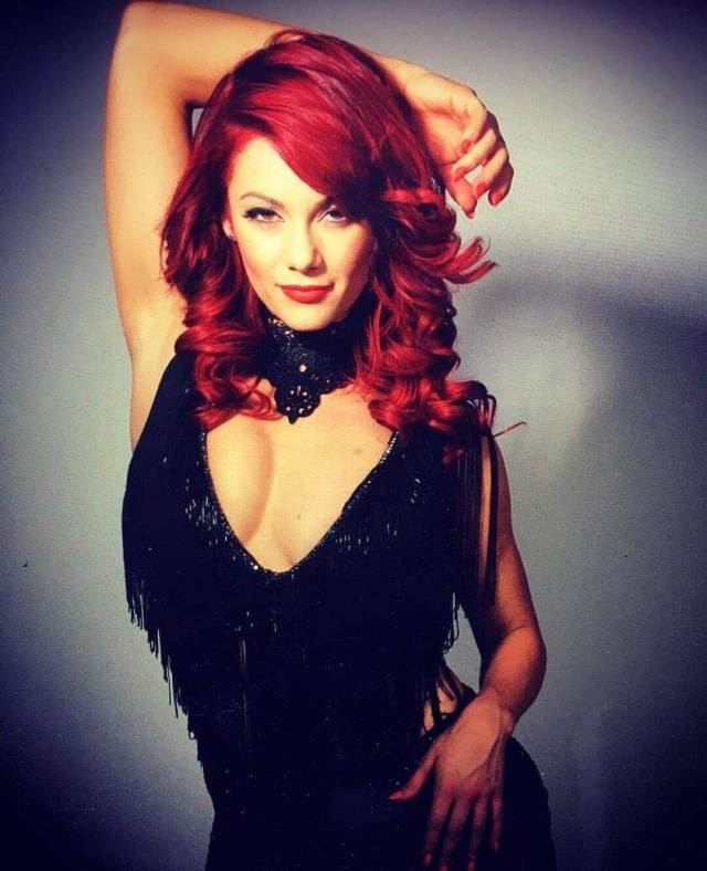 Dianne Buswell sexy cleavage pic