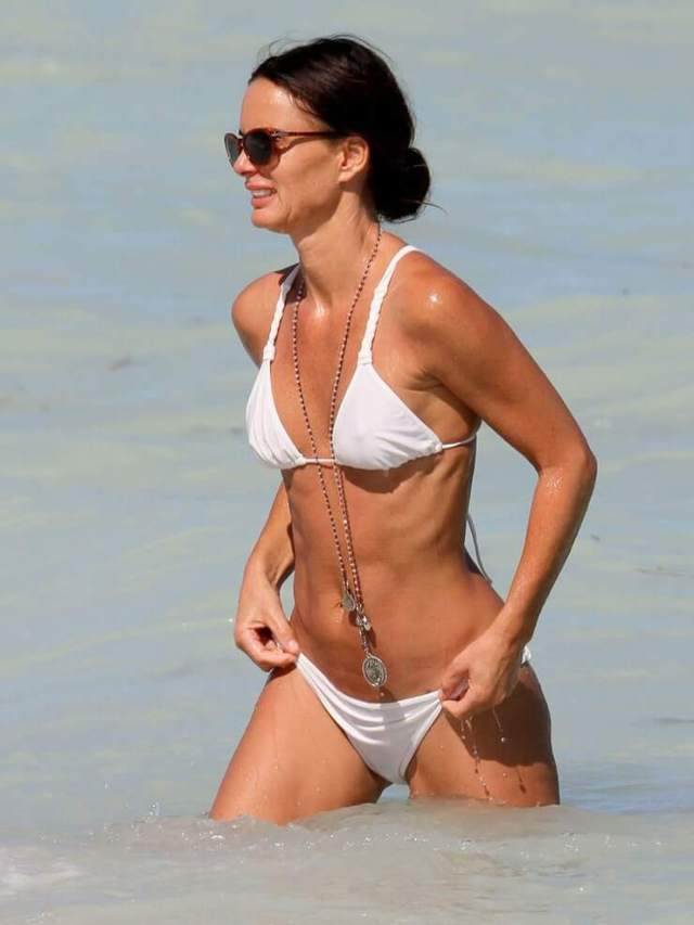 Gabrielle Anwar boobs