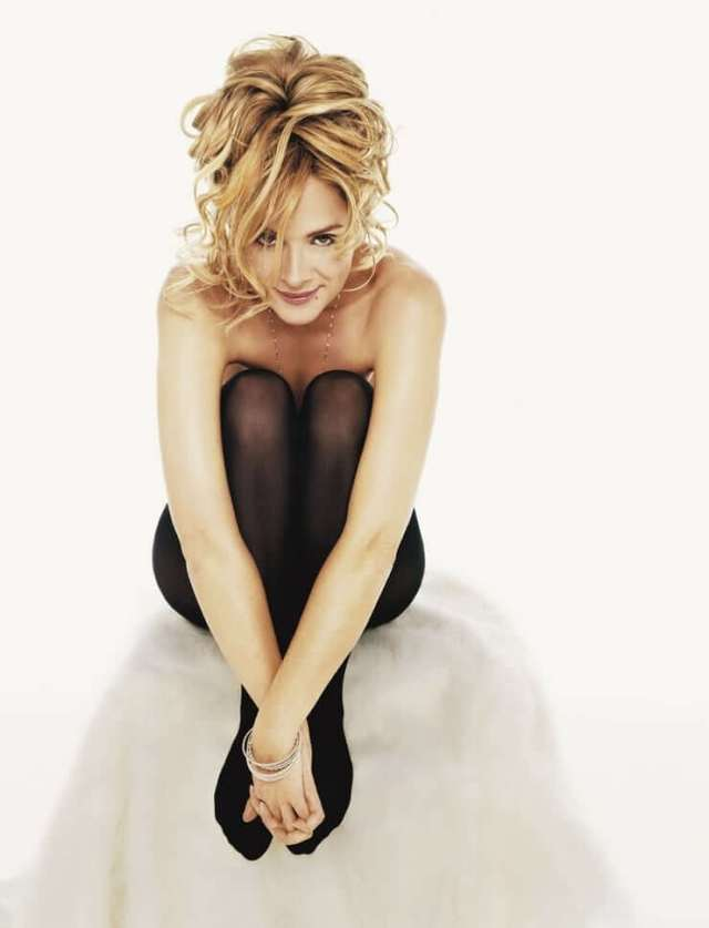 Kim Cattrall naked