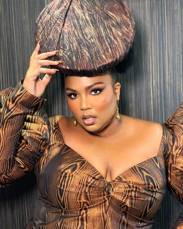Lizzo sexy boobs pictures