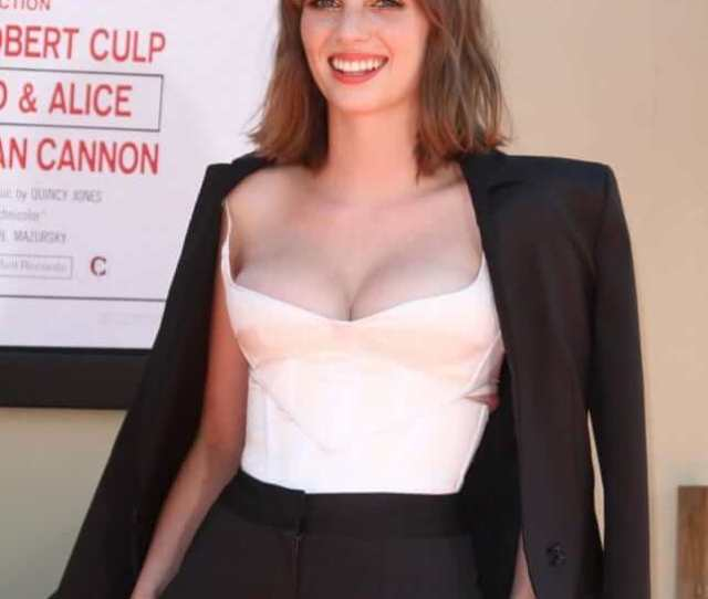 Hottest Maya Hawke Boobs Pictures Will Make You Hot Under You