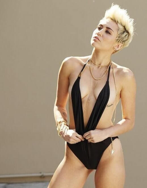 Miley Cyrus nude pic