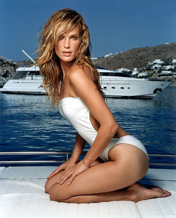 Molly-Sims-sexy-side-look