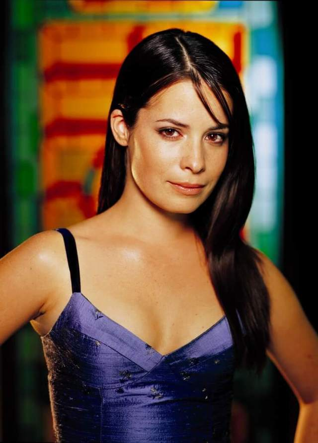 holly marie combs hot