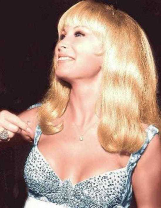 Barbara Eden hot cleavage (1)