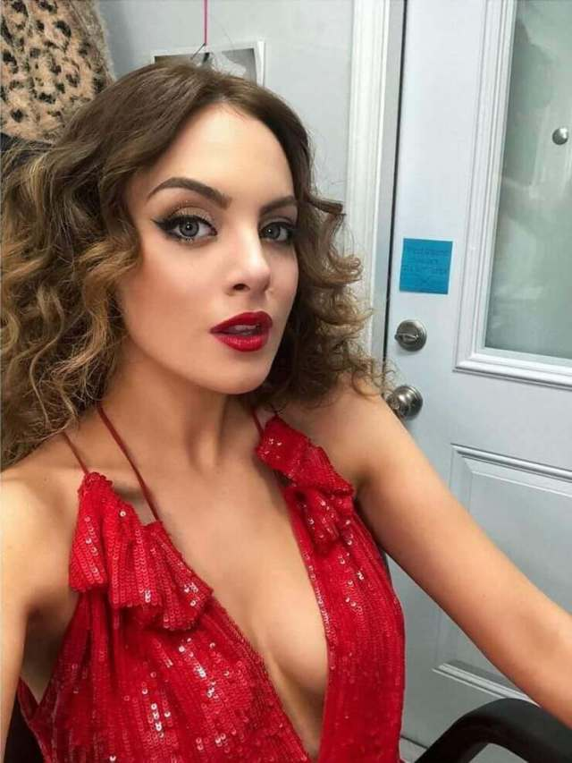 Elizabeth-Gillies-red-awesome-dress