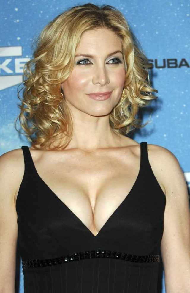 Elizabeth Mitchell big boobs (1)