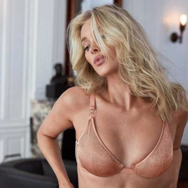 Elsa Hosk hot boobs pics