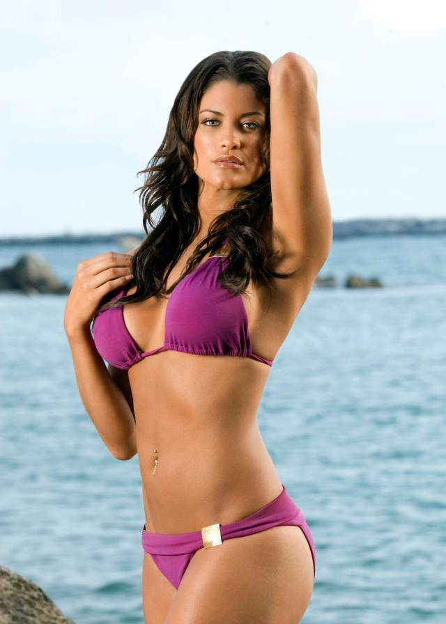 Eve-Torres-Sexy-Boobs-Pictures-on-Beach