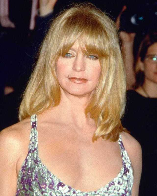 Goldie Hawn busty pics