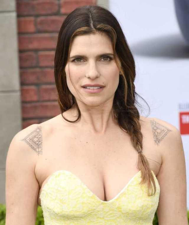 Lake Bell breasts pics