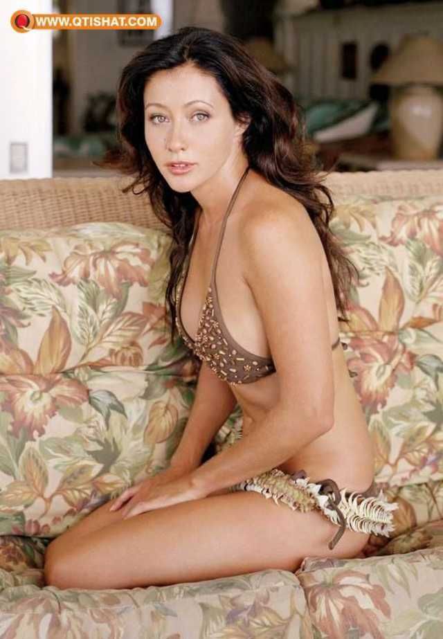 Shannen Doherty sexy looks pics