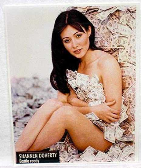 Shannen Doherty sexy thigh pics
