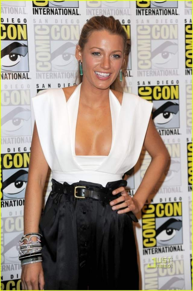 Blake Lively hot look pics