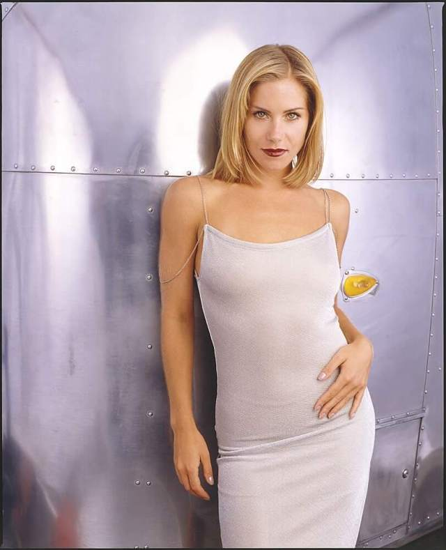 53 Nude Pictures Of Christina Applegate Demonstrate That