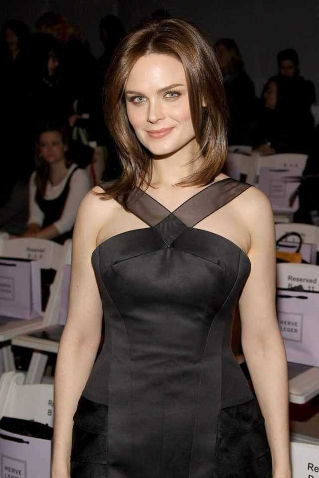 48 Nude Pictures Of Emily Deschanel Are Embodiment Of Hotness   Best Of Comic Books