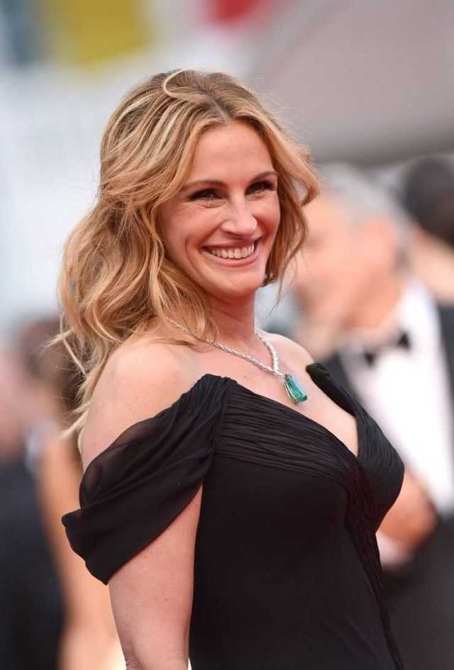 48 Nude Pictures Of Julia Roberts Are A Genuine