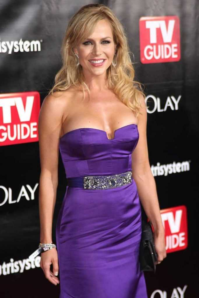 49 Julie Benz Nude Pictures That Are Erotically