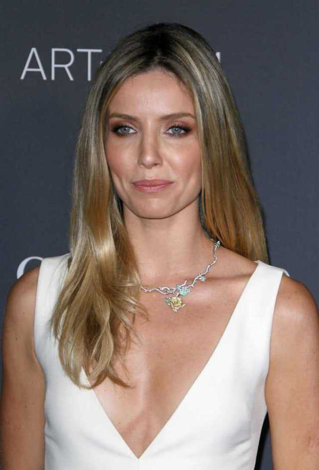 annabelle wallis sexy cleavage