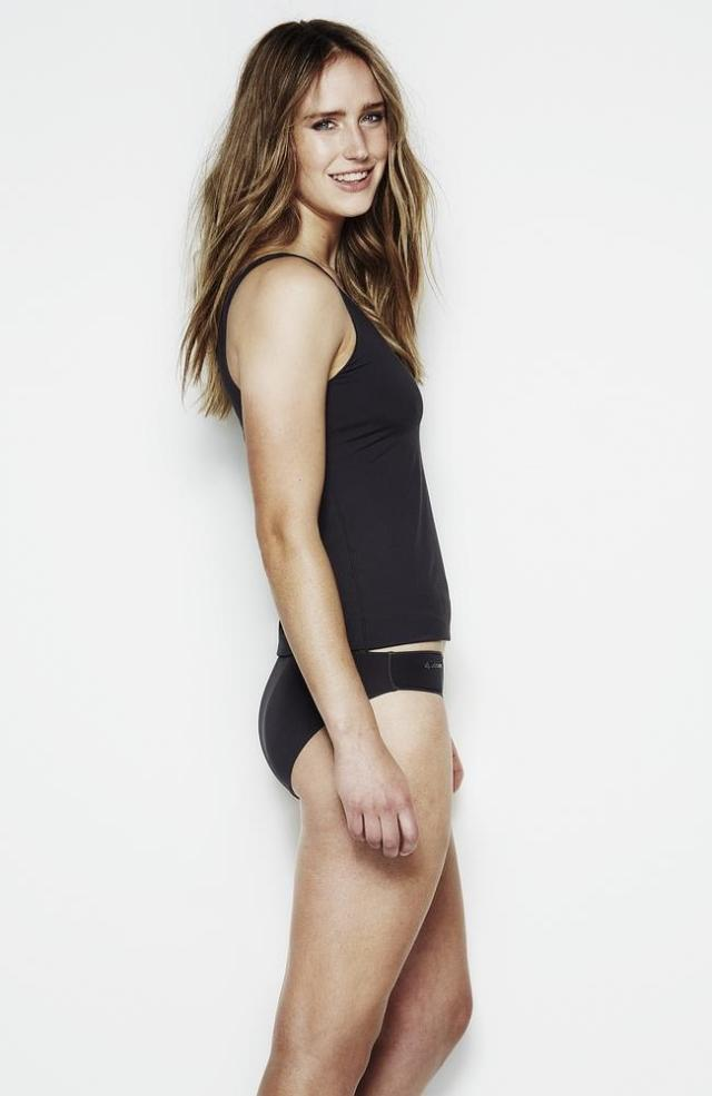 ellyse perry thighs