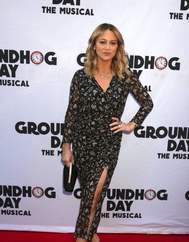Christine Taylor sexy legs pictures