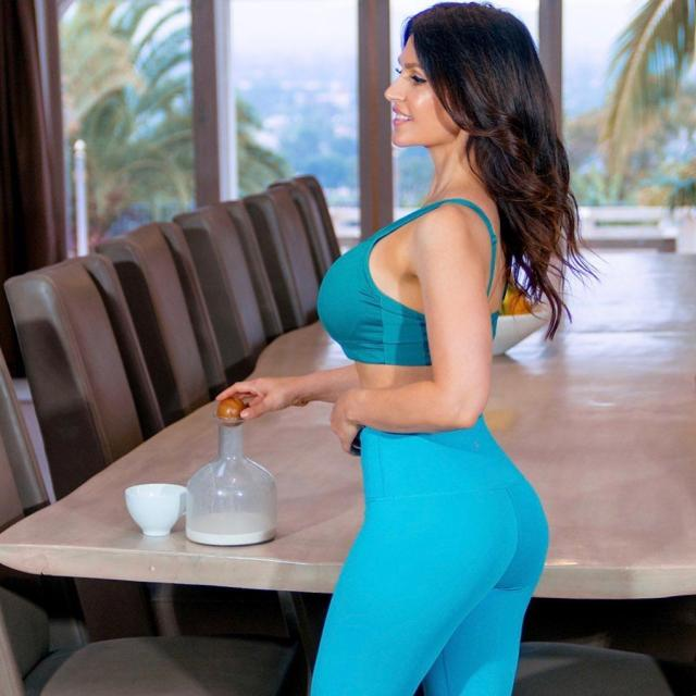Denise Milani sexy side ass pics