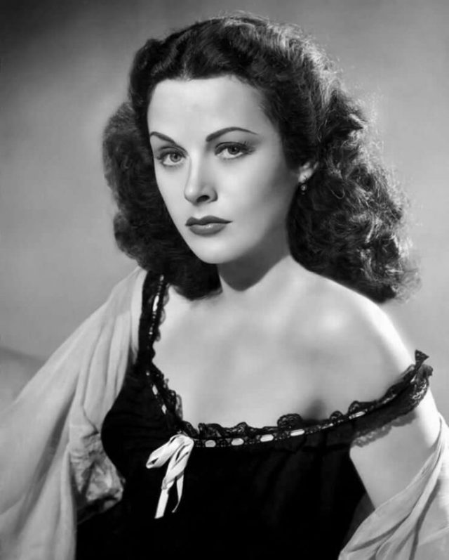 Hedy Lamarr big booobs pictures