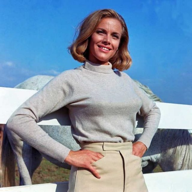Honor Blackman boobs pictures